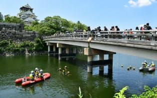 G20へ厳戒、大阪城で水中捜索