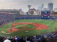 座席増設後も観戦チケットの売れ行きは順調だ(横浜スタジアム)