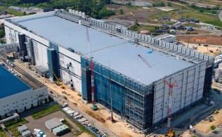 建設中の東芝メモリ北上工場(5月)