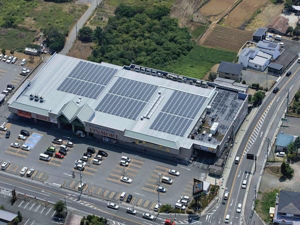 投資先のアイグリッド・ソリューションズは屋根に設置した太陽光パネルで発電する(山梨県甲斐市)
