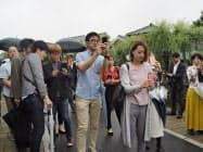 歴史的な建物が立ち並ぶ小野川沿いで、拡散に効果的な写真の撮り方を学んだ(24日、香取市)