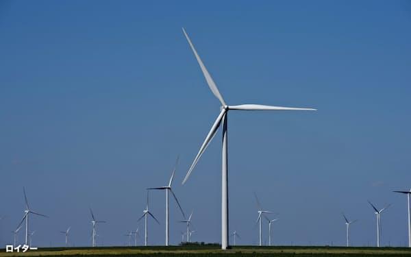 環境への負荷の少なさで風力発電は注目を集める=ロイター