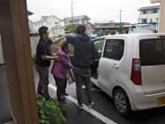 グループホームに入所する要支援者が初めて訓練に参加した(24日、茨城県東海村)