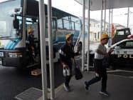 小学生も東海村からつくばみらい市へと避難した(24日、茨城県つくばみらい市)