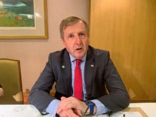 クリード氏は北アイルランド紛争再燃への危機感を表明した(11日、都内)