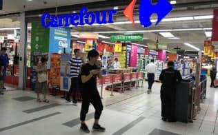 カルフールはネット通販に押され苦戦が続いていた(上海市内の店舗)