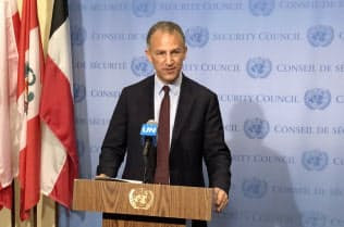 会合後に記者会見する米国のコーエン国連大使代行(24日、ニューヨーク)