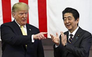 トランプ米大統領(左)は5月下旬の訪日時に「日米関係はかつてなく強固だ」と語っていた=AP