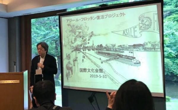 復活プロジェクトの説明をする神戸大の遠藤秀平教授。2021年2月の公開を目指す(東京都港区)