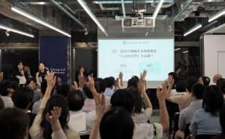 「2000万円」問題で動く個人 ネット証券に申し込み急増