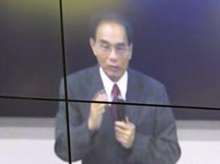 株主総会で株主からの質問に答えるシャープの戴正呉会長兼社長(25日、堺市)
