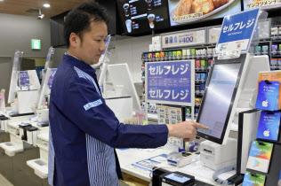 ローソンはセルフレジの導入を進めている(東京都品川区の店舗)