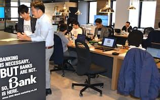 iBankマーケティングのオフィスはカジュアルな服装で働く社員が多い(福岡市)