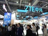 ZTEは世界の通信会社60社と「5G」の推進で提携している(2018年末、中国広東省広州市での展示)