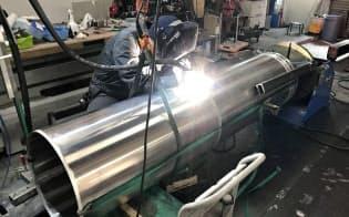 燃料などを入れるタンクの溶接まで社内でこなす(インターステラの工場、北海道大樹町)