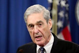 モラー米特別検察官はトランプ大統領が疑惑捜査を妨害した疑いに関して刑事責任を問うべきか判断を示さなかった(5月、ワシントン)=ロイター