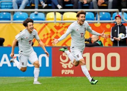 U-20W杯のメキシコ戦で2点目を決め、喜ぶ田川(右)。高いポテンシャルを持ったチームだった=ロイター