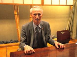 都内で報道陣の取材に答えるルノーのジャンミニク・スナール会長