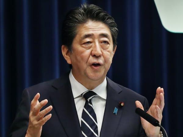 国会閉幕を受けて記者会見する安倍首相(26日、首相官邸)