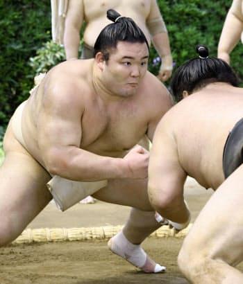 朝稽古で汗を流す朝乃山(26日、愛知県蟹江町の高砂部屋宿舎)=共同