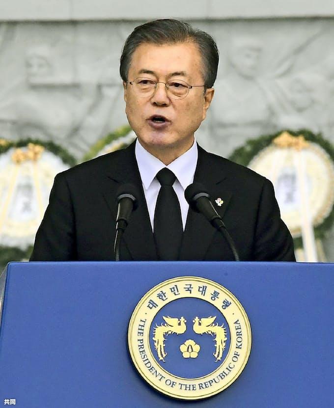 韓国案は「現実的な解決策」徴用工問題で文大統領: 日本経済新聞