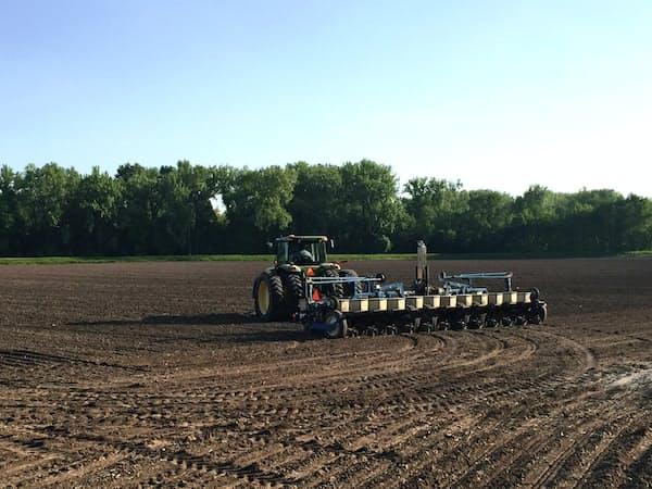 農家のニーズをビッグデータで把握し、農機販売などにつなげる(米国の農家)