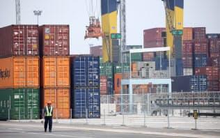 タイは輸出の減少で経済成長が減速している(タイ中部のレムチャバン港)