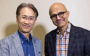 ソニーとマイクロソフトは提携を発表し、両社トップの笑顔の写真を公開した