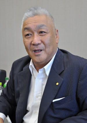 国内販売事業本部本部長の佐藤康彦執行役員