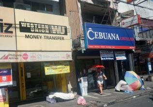 フィリピンの街中には送金会社「ウエスタンユニオン」や「セブアナ」の店舗が多い(マニラ)