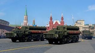 ロシアがトルコに納入開始を予定する最新鋭地対空ミサイルシステム「S400」(2018年5月、モスクワ)=ロイター