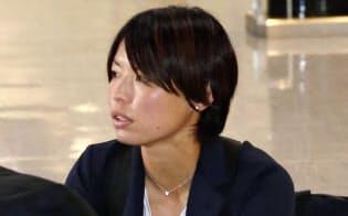 フランスから帰国した「なでしこジャパン」の熊谷(27日午前、成田空港)=共同