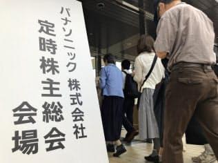 パナソニックの株主総会では株価低迷などに関する質問が相次いだ(27日、神戸市)