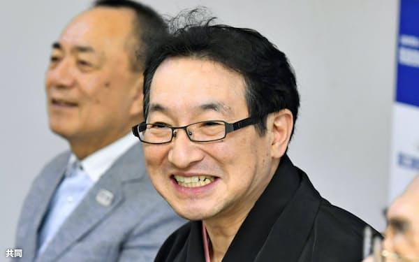 「落語芸術協会」の会長に選出され、記者会見する春風亭昇太さん(27日午前、東京都新宿区)=共同