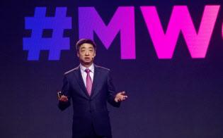 MWC上海で講演する華為技術のケン?フー副会長