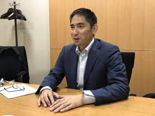 取材に応じるアマゾン・ウェブ・サービス日本法人の長崎忠雄社長(27日、大阪市)