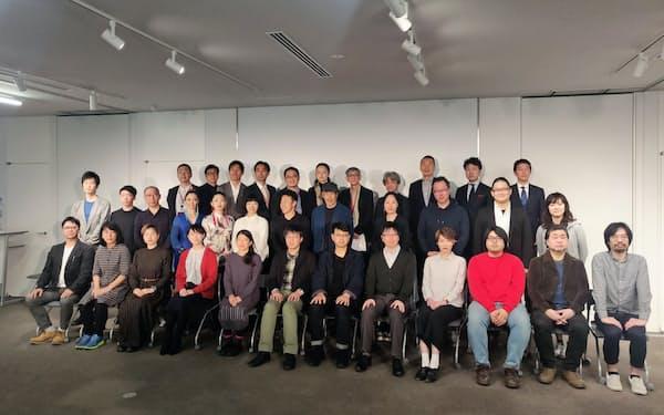 MONOや地点をはじめ京都を代表する劇団やダンサーの田中泯など、初年度から多彩な公演を予定している