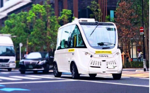 SBドライブが実証実験で走らせるバス「ナビヤ アルマ」