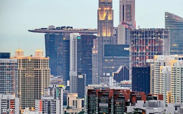 シンガポールの高層ビル群=ロイター