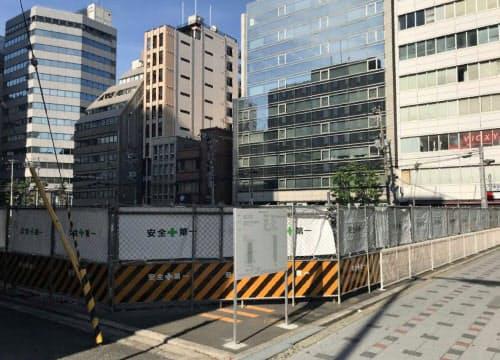 大阪市中心部のオフィスの本格的な供給は2022年ごろからになる見通し(大阪市中央区本町で21年10月完成予定のビル予定地)