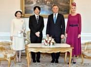 ポーランドのドゥダ大統領夫妻を表敬される秋篠宮ご夫妻(28日、ワルシャワ)=代表撮影・共同