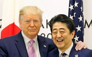 トランプ米大統領と安倍首相(28日、大阪市)=ロイター