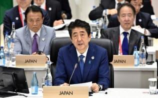 29日、G20でスピーチする安倍首相(大阪)=ロイター