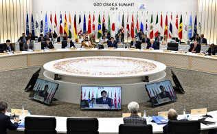 29日、G20でスピーチする安倍首相(大阪)=AP