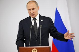 29日、G20大阪サミットの会場で記者会見するプーチン・ロシア大統領=AP