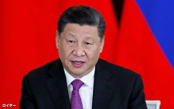 記者会見する中国の習近平(シー・ジンピン)国家主席(6月、モスクワ)=ロイター