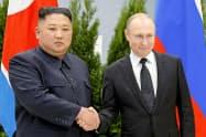 ロシアは多国間による北朝鮮の非核化協議を訴えている(4月、ロシア極東ウラジオストクで開かれたロ朝首脳会談)=AP