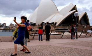 オーストラリアを訪れる中国人旅行者は4月に6%減少した=ロイター