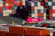 米景気には貿易戦争の懸念が根強い(カリフォルニア州の港)=ロイター