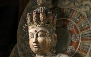 十一面観音菩薩立像(室生寺、撮影:三好和義)